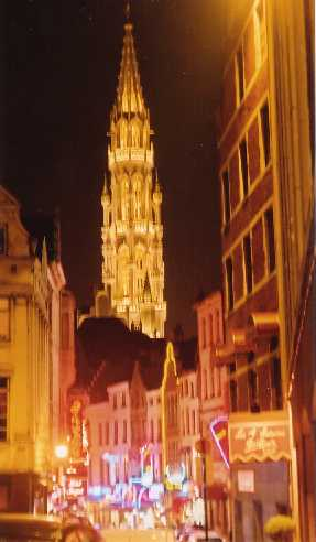 Night Life behind the Grand Place